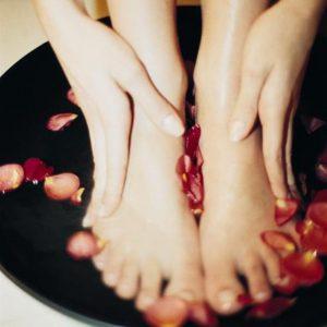 Helkanhelmi jalkahoito